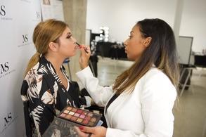 """Mélissa Soukeyna, connue sous le nom de """"la maquilleuse des célébrités"""" est la Make-Up Artist du moment. Dernièrement sur le dernier clip de Gims et Dhurata Dora """"Only You"""" entre Dubaï et les Maldives qui cumulent plus de 38 millions de vues sur Youtube."""