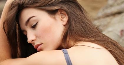 Recherche femme entre 20 et 25 ans pour shooting marque hygiène beauté