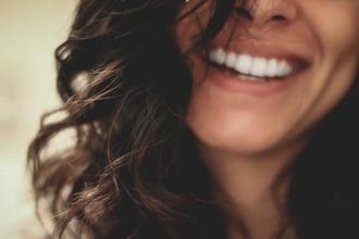 Cherche 3 comédiennes 20 à 25 ans plusieurs origines pour pub web produits dentaires