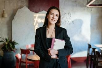 Casting hôte hôtesse bilingue entre 18 et 30 ans pour accueil