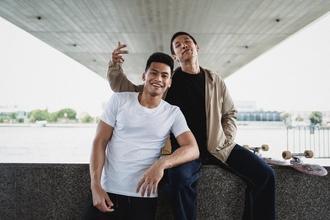 Casting comédien jumeau de 25 ans pour rôle dans fiction