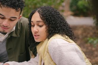 Casting silhouette féminine entre 11 et 16 ans méditerranéenne pour tournage série Malik Oussekine