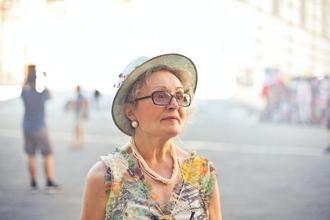 Casting comédienne sénior pour être voix-off sur une publicité