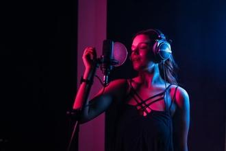 Casting chanteuse principale entre 18 et 34 ans pour spectacle de cabaret