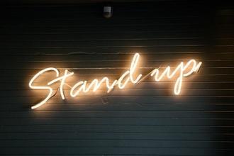 """Recherche comédiennes de """"stand-up"""" entre 25 et 30 ans pour marque de produits minceurs"""